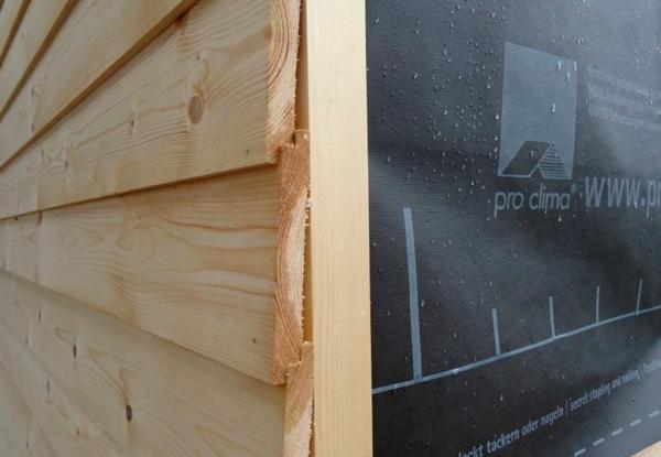 Самодельная облицовка стен деревом – на продольном срезе доски выполнен выступ, которым одна планка опирается на другую
