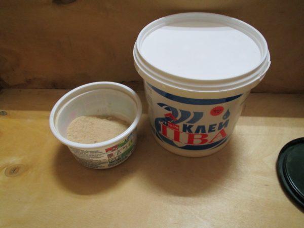 Самодельные составы для заполнения швов можно готовить на основе опилок и клея ПВА