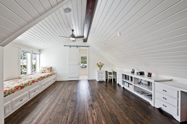 Сделать комнату на чердаке непросто, зато жилая площадь дома значительно увеличивается