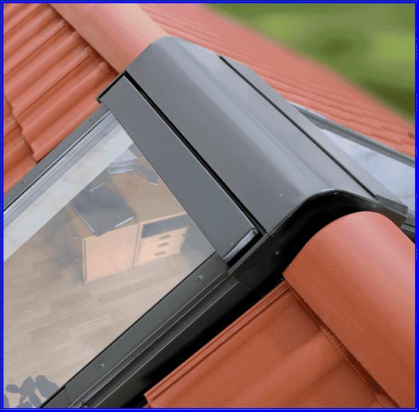 Сейчас изготавливают любые нестандартные мансардные окна, например, комплексные с комбинированным окладом на коньке.