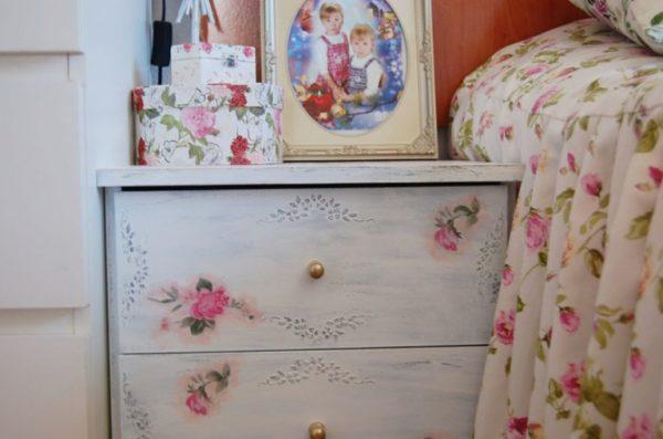 shebbi-shik-dobavit-intereru-notki-romantiki-600x397 Декупаж старого шкафа своими руками фото: кухонный мастер-класс, как сделать оформление двери шкафчика