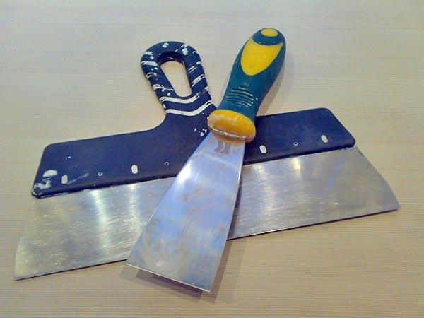 Широкий и узкий шпатели используются в паре