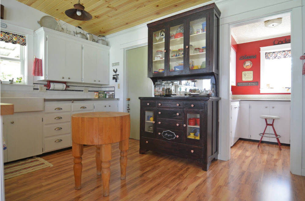 Шкаф-буфет относится к комбинированным видам мебели.