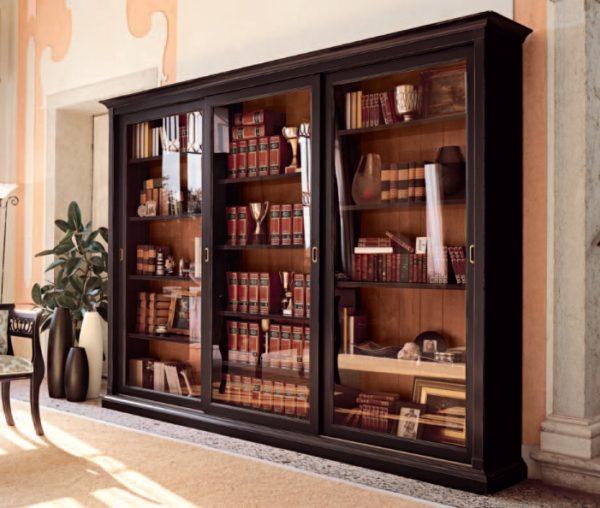 Шкаф-витрина для книг