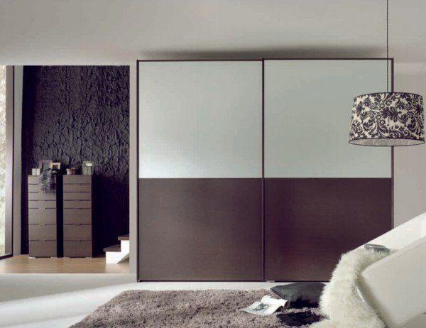 Шкафы с широкими дверями требуют профессиональной сборки.