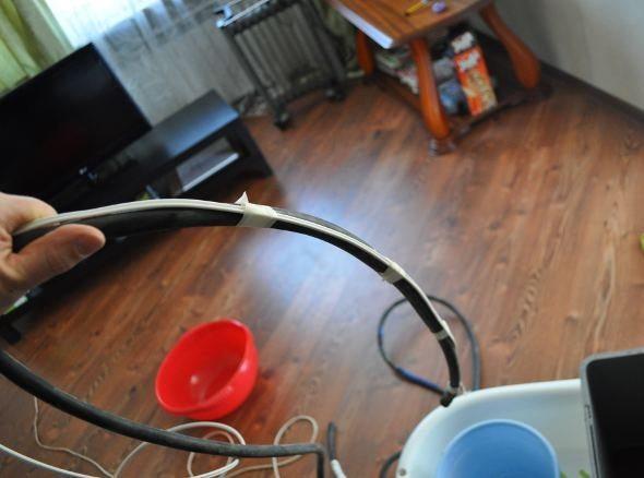 Шланг и набор подходящих ёмкостей – обязательный инвентарь для скачивания воды из образовавшегося пузыря