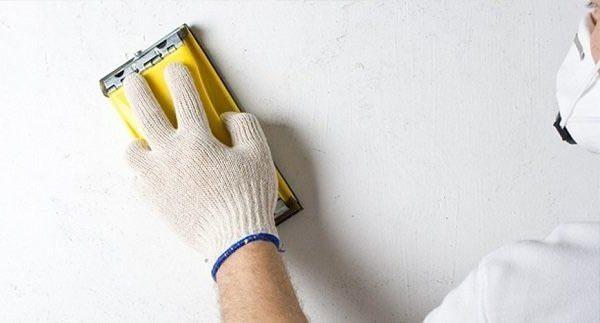 Шлифовка помогает создать гладкую поверхность без бугорков и прочих изъянов.