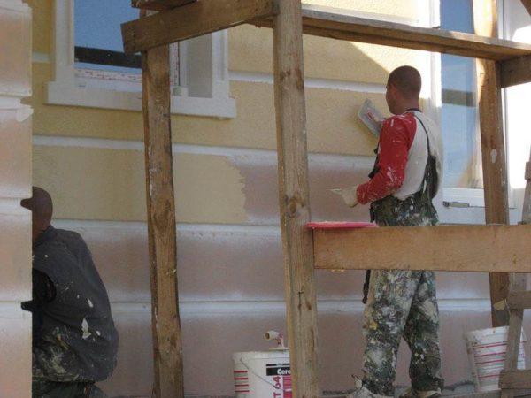Шпаклевка фасада — это один из главных этапов обустройства дома.