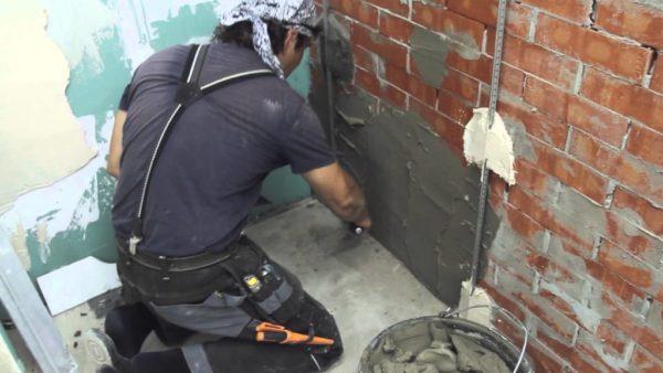Штукатурка стен своими руками задача не легкая, но для любителя доступная.