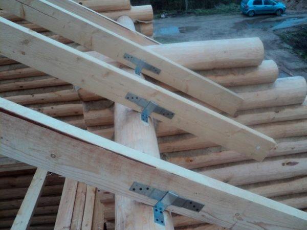 Скользящее соединение стропил используется только на крышах деревянных домов.