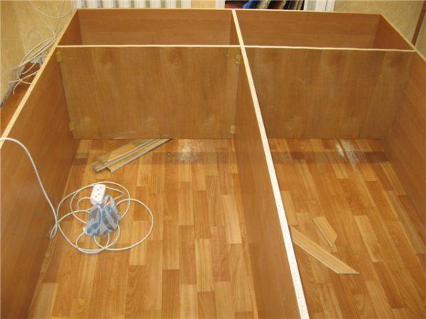 Собранный периметр шкафа перед креплением задней стенки