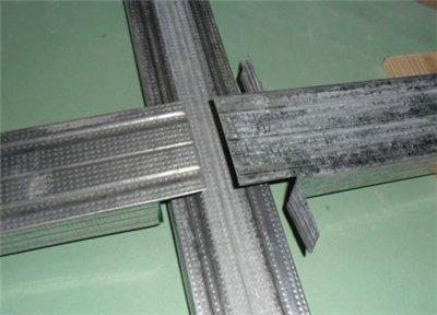 """Соединение под прямым углом тоже может быть выполнено без """"крабов""""."""