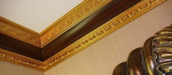 Солидное завершение ремонта – деревянный молдинг на потолок