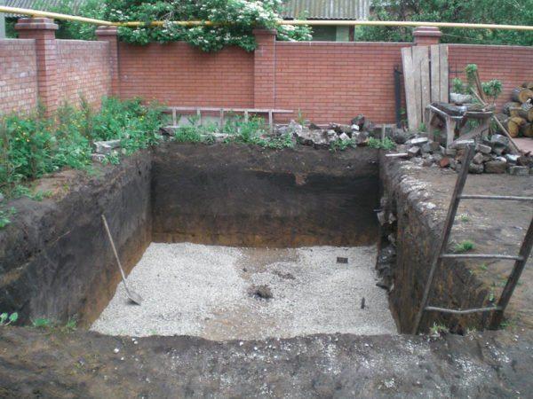 Сооружение бетонной емкости.