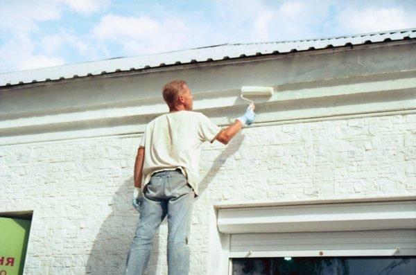 Современные возможности позволяют регулировать степень глянца в разных помещениях и на фасадах