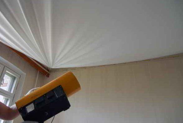 Специалисты обладают необходимым оборудованием, которое позволит вернуть красоту вашему натяжному потолку после всех злоключений