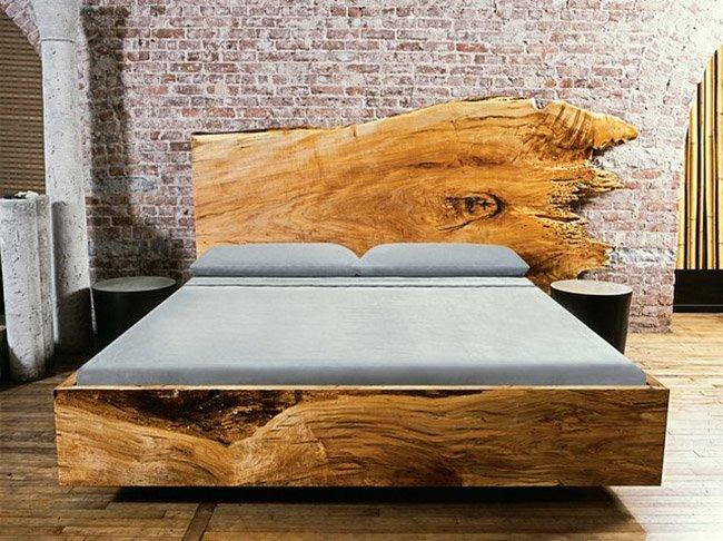 Спинка кровати из доски.