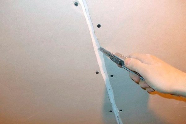 Срезание фаски с листов гипсокартона