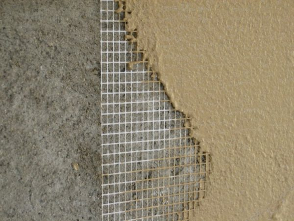Стеклосетка создаст надежную основу для нанесения штукатурки или шпатлевки.