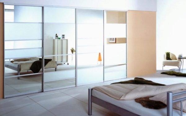 Стилистика должна быть одной для всех элементов мебели в спальне