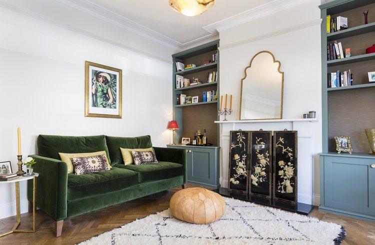 Стилизацию арабского стиля можно выполнить и с однотонной отделкой стен, отдав власть яркой мебели и аксессуарам