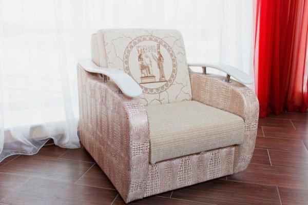 Стоимость раскладной мебели больше зависит от вида обивки и наполнения, чем от устройства механизма трансформации.