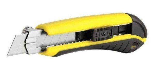 Строительный нож позволяет очень ровно отрезать утеплитель
