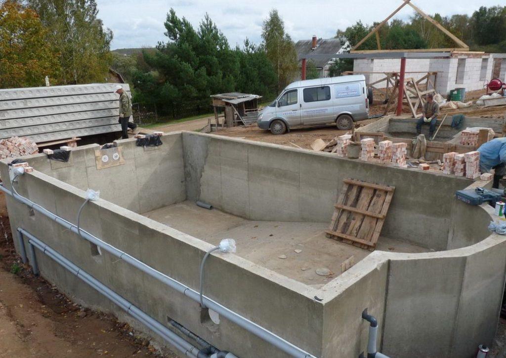Строительство чаши из монолитного бетона.