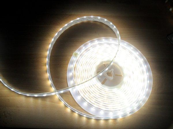 Светимость определяется как типом светодиодов, так и их количеством на погонном метре ленты.