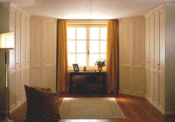 Светлая мебель отлично подходит для помещений на теневой стороне