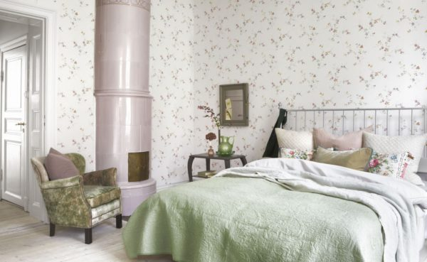Светлая цветовая гамма — потенциальный источник проблем с проступанием стен под шпалерами