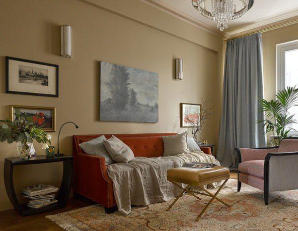 Светлые стены стали отличным фоном для насыщенной мебели