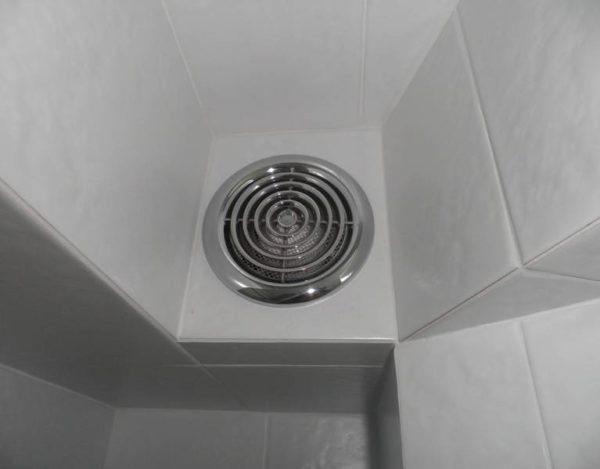 Сырость в ванной комнате? Не, не слышали.