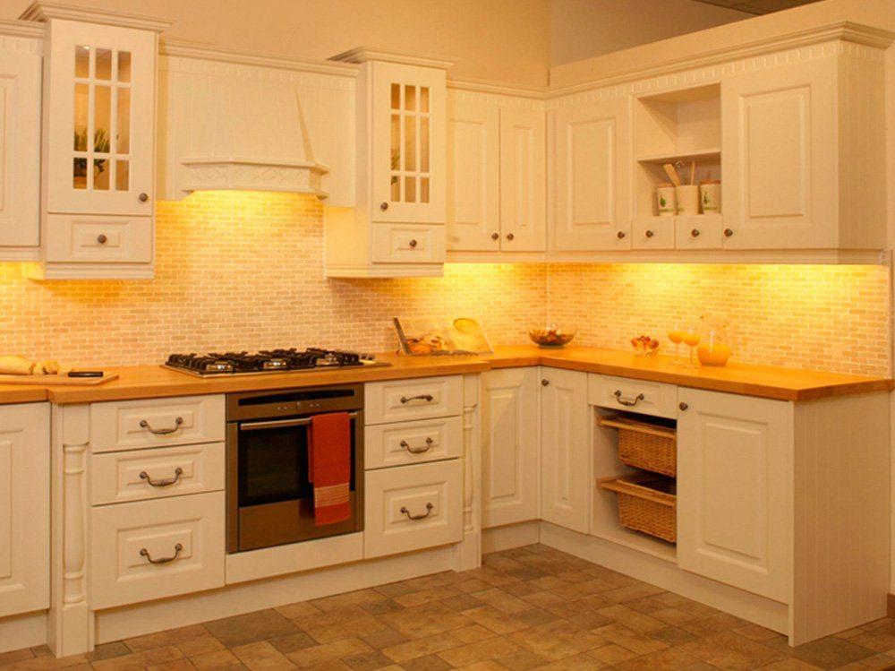 Кремовый кухонный гарнитур в интерьере фото