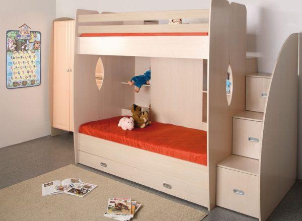 Такие варианты отлично вписываются в интерьер детской и позволяют использовать с пользой каждый уголок пространства