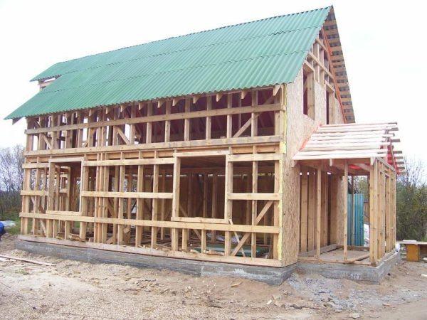 Технология, которую мы рассмотрим, подходит и как основной способ отделки фасада каркасного дома