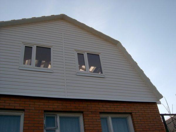 Технология врезки фронтонных и обычных окон практически одинаковая.
