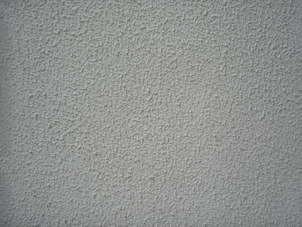 Текстурное покрытие, напротив, может скрыть крупные дефекты основания.