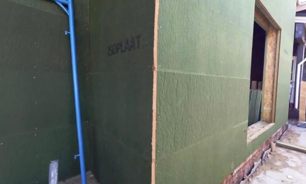 Теплоизоляция Изоплат, примененная при строительстве несущих стен каркасного дома, полностью заменяет какую-либо обшивку без ущерба для прочности постройки