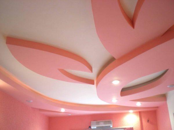 Только представьте, что цветок из гипсокартона на потолке – это не только украшение, но и отличная возможность спрятать коммуникации и установить светильники