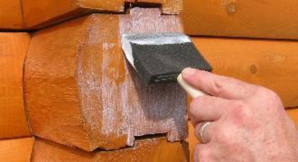 Торцы пиломатериалов в деревянном доме нуждаются в защитной обработке