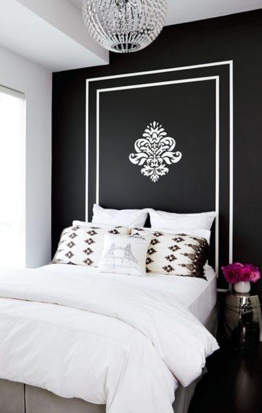 Трафаретная аппликация может стать хорошим дополнением к декору кровати.