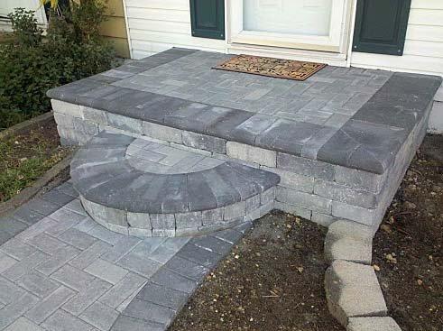 Тротуарная плитка в отделке крыльца.