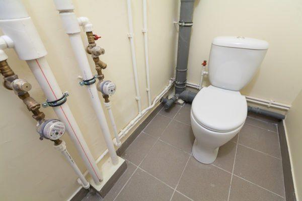 Туалет в квартире с чистовой отделкой.