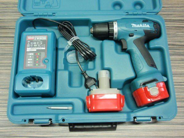 Удобный чемоданчик позволит защитить инструмент от повреждений