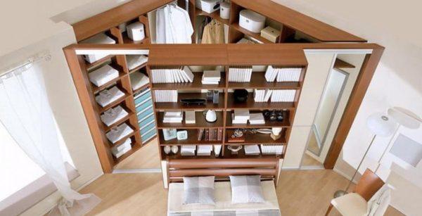 Угловая конструкция может иметь отсеки для хранения как внутри, так и снаружи