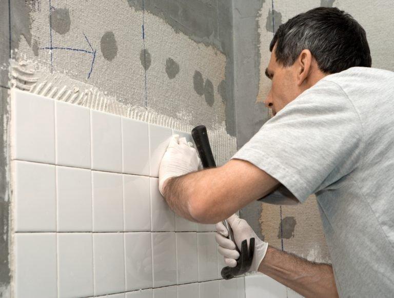 Как класть плитку на стену в туалете