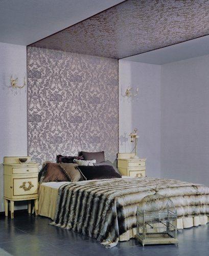 Украшение спальни с декором потолка.