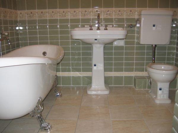 Установка и подключение сантехники тоже остается на совести собственника жилья.
