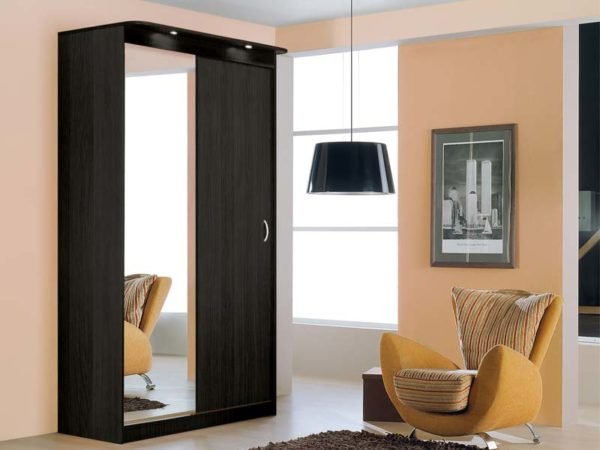 Устройство двухдверных конструкций для гостиной и спальни мало чем отличается.